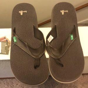 Sanuk men's beer cozy sandals